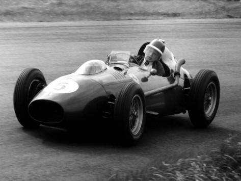 Mike Hawthorn struggling at the 1958 Dutch Grand Prix.
