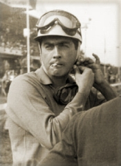 Luigi Musso smoking while affixing helmet